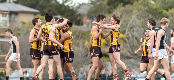 R21 Match Report: Comeback Hawks finals bound